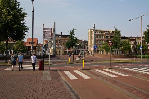 An entrance into the centre of Dordrecht for cycles and mopeds.
