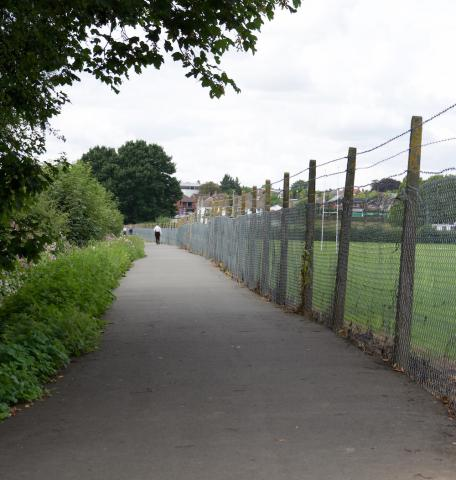 A shared-use lane leading to Diglis Bridge