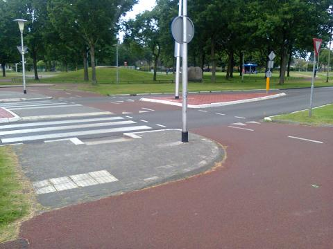 Central refuge on cycle crossing