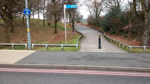 No dropped kerb to allow cyclists to continue along the cycleway