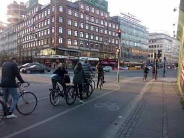 A left turn lane on a Copenhagen bike lane
